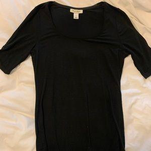 Black Tee with sinch sleeve design